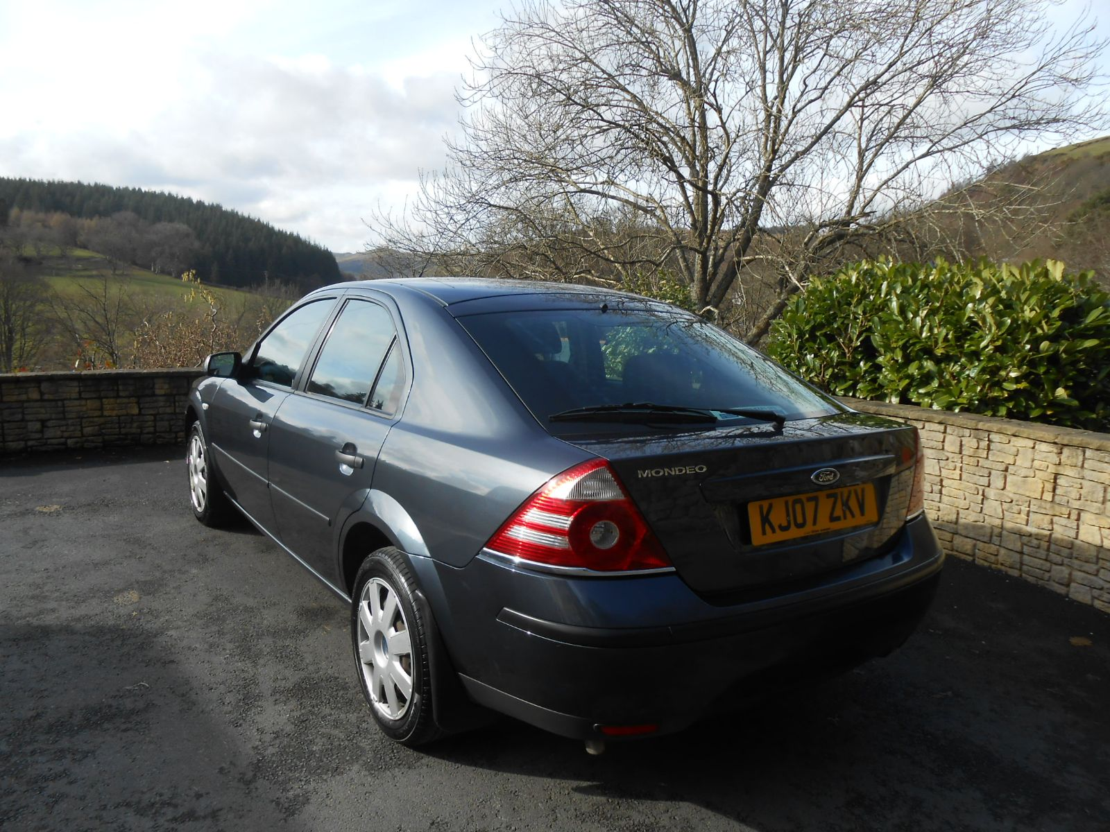 ford mondeo 1 8 lx car for sale llanidloes powys mid wales kevin jones cars used cars specialist. Black Bedroom Furniture Sets. Home Design Ideas
