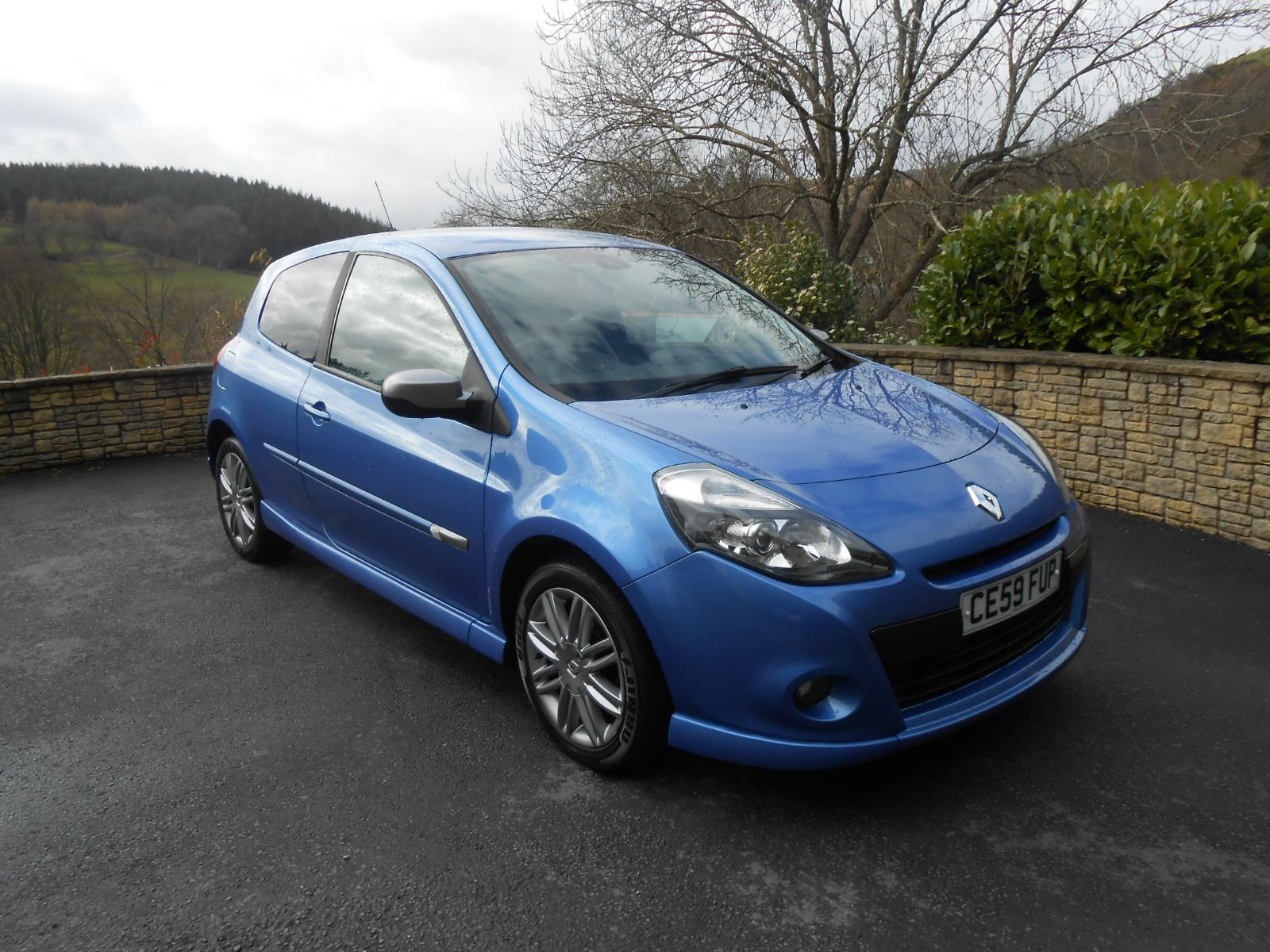 renault clio 1 6 gt 3 door car for sale llanidloes powys mid wales kevin jones cars used cars. Black Bedroom Furniture Sets. Home Design Ideas