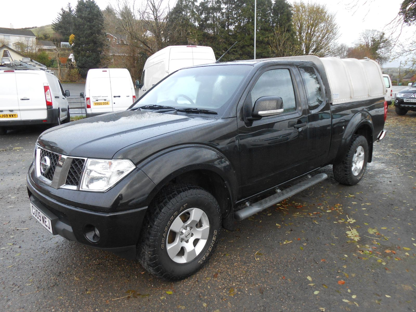 Nissan Navara 2.5 TDi King Cab Pick up in Black Alloy Climate Control Canopy Tow Bar ONLY 39000 Miles & Nissan Navara 2.5 TDi King Cab car for sale Llanidloes Powys Mid ...
