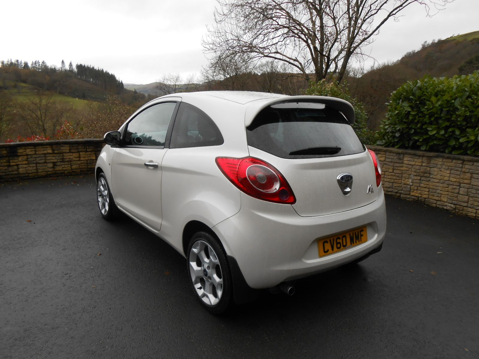 Ford Ka   Door In Pearl White Alloys Climate Control Remote Locking Electric Windows And Mirrors Seat Amd Steering Height Adj