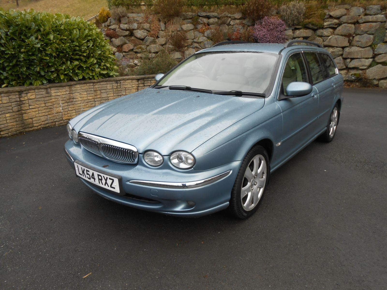 jaguar x type 3 0 v6 se estate awd car for sale llanidloes. Black Bedroom Furniture Sets. Home Design Ideas