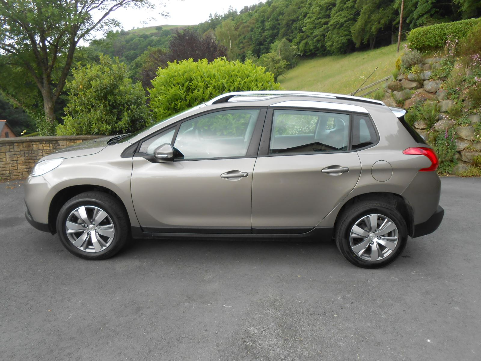 peugeot 2008 1 4 hdi active 5 door car for sale llanidloes powys mid wales kevin jones cars. Black Bedroom Furniture Sets. Home Design Ideas